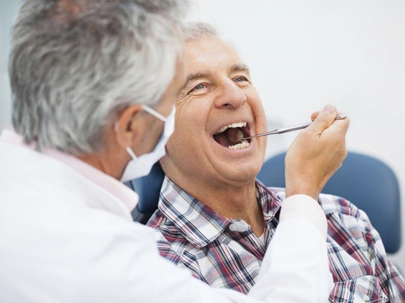 Đảm bảo răng luôn chắc khỏe người cao tuổi