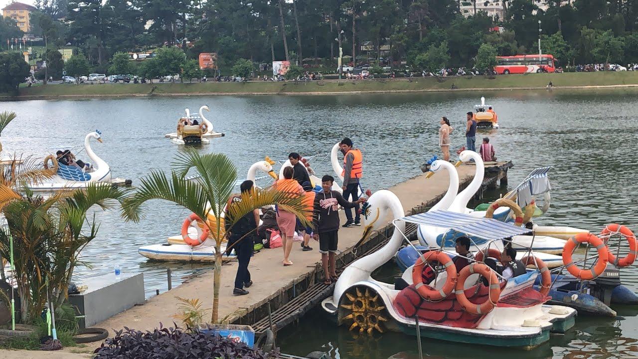 Đạp vịt ở Hồ Xuân Hương