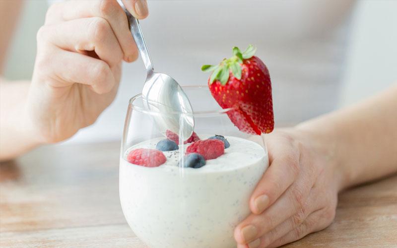 ăn sữa chua ngay sau khi ăn là thói quen sai lầm