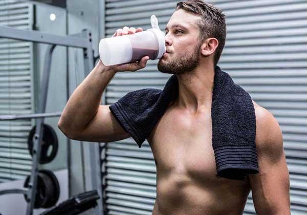 Người chơi đá bóng sử dụng whey protein với tác dụng gì?